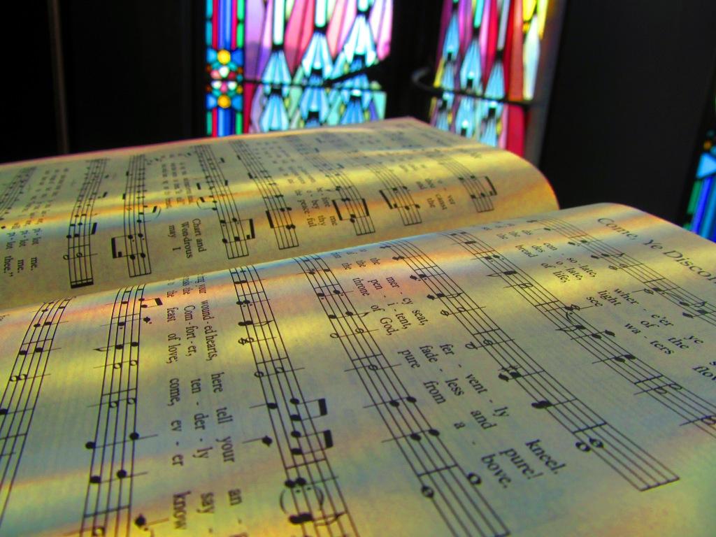 Boston_Avenue_Methodist_Episcopal_Church,_Tulsa,_OK,_Interior,_Hymnal