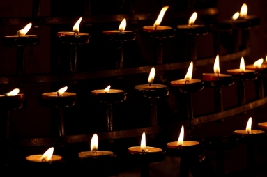 candles-in-church-5169x3446_16787